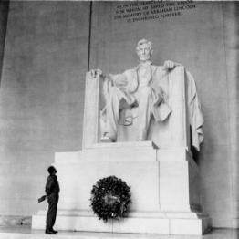 Fidel en el monumento a Lincoln, 1959.