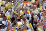 El-Papa-Francisco-en-la-Plaza-de-la-Revolución-rodeado-del-pueblo-cubano.