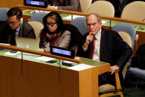 Embajador de EEUU en ONU, Ronald Godard, visiblemente molesto.